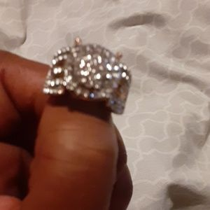 I'm selling 6 women hand rings